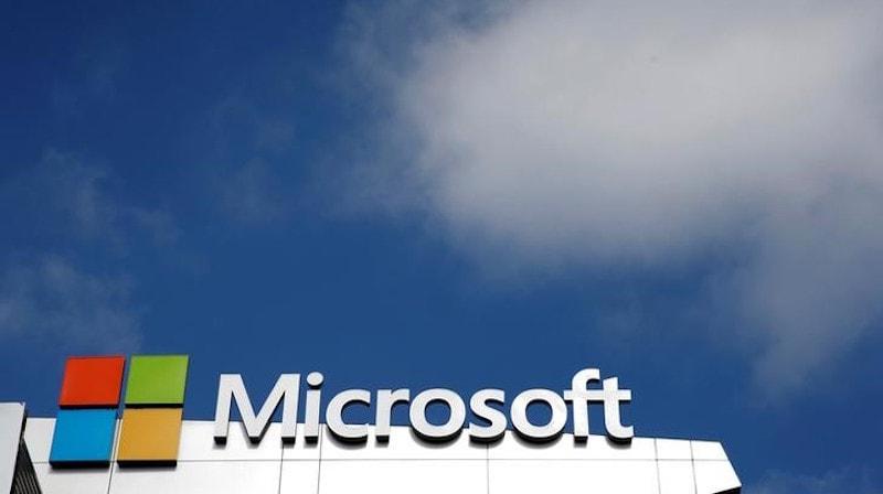 Microsoft, Intel, Alphabet Buoyed by Cloud Boom