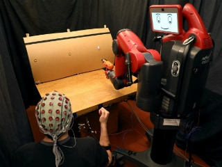 MIT Develops Technology to Control Robots With Brainwaves and Hand Gestures