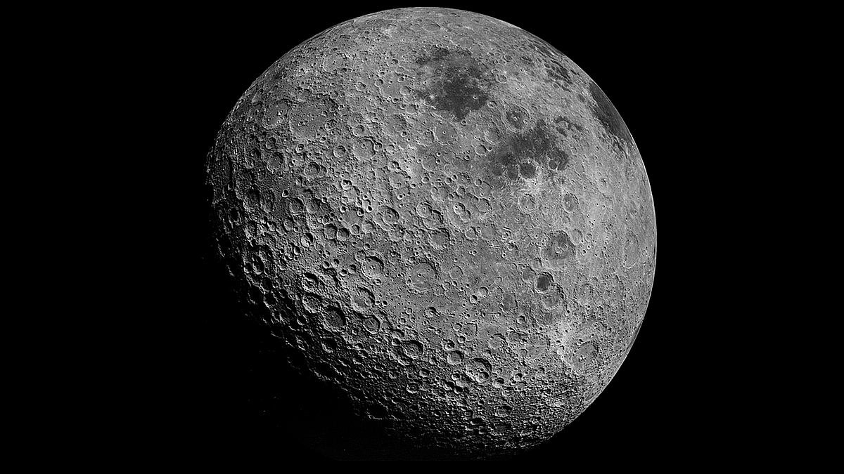 Image of article 'NASA Urges Private Companies to Gather Moon Rocks for It'