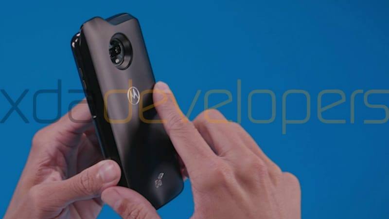 The Network got live pictures of the smartphone Moto Z3 Play