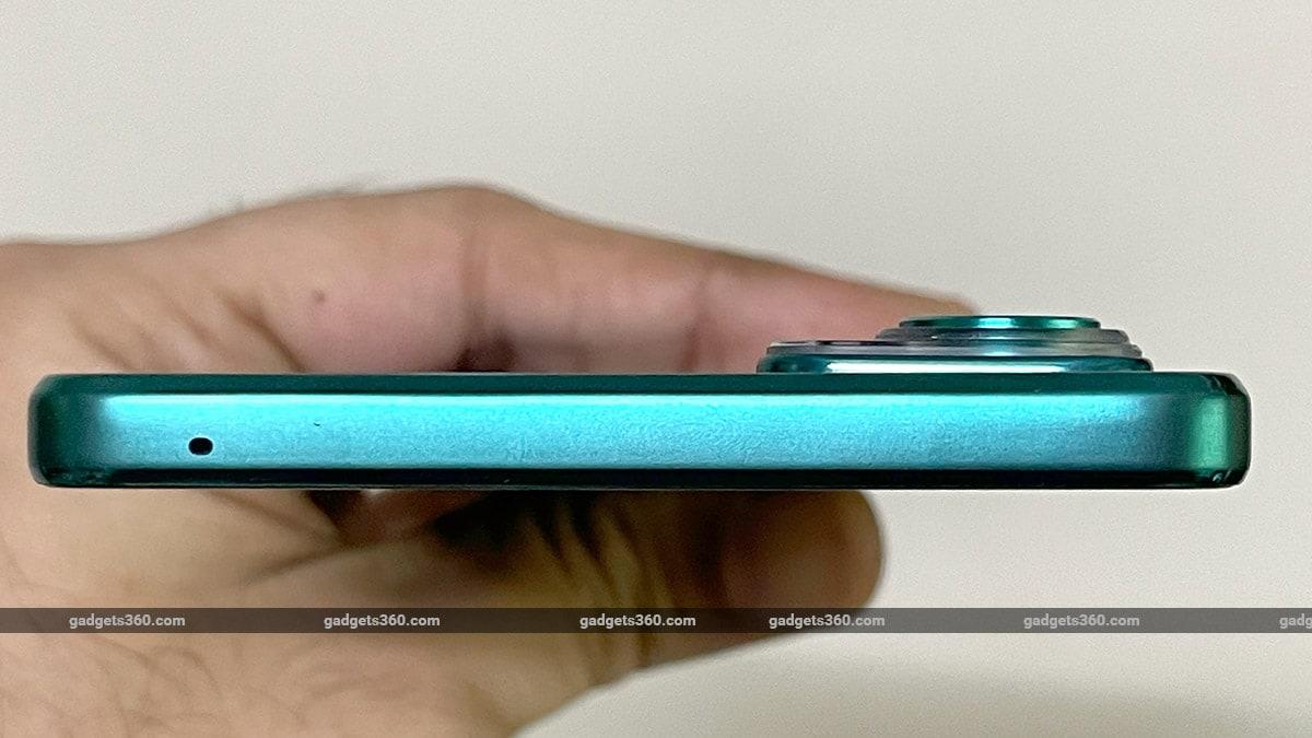 Motorola Edge 20 Camera Protrusion Gadgets 360 Motorola Edge 20 Review