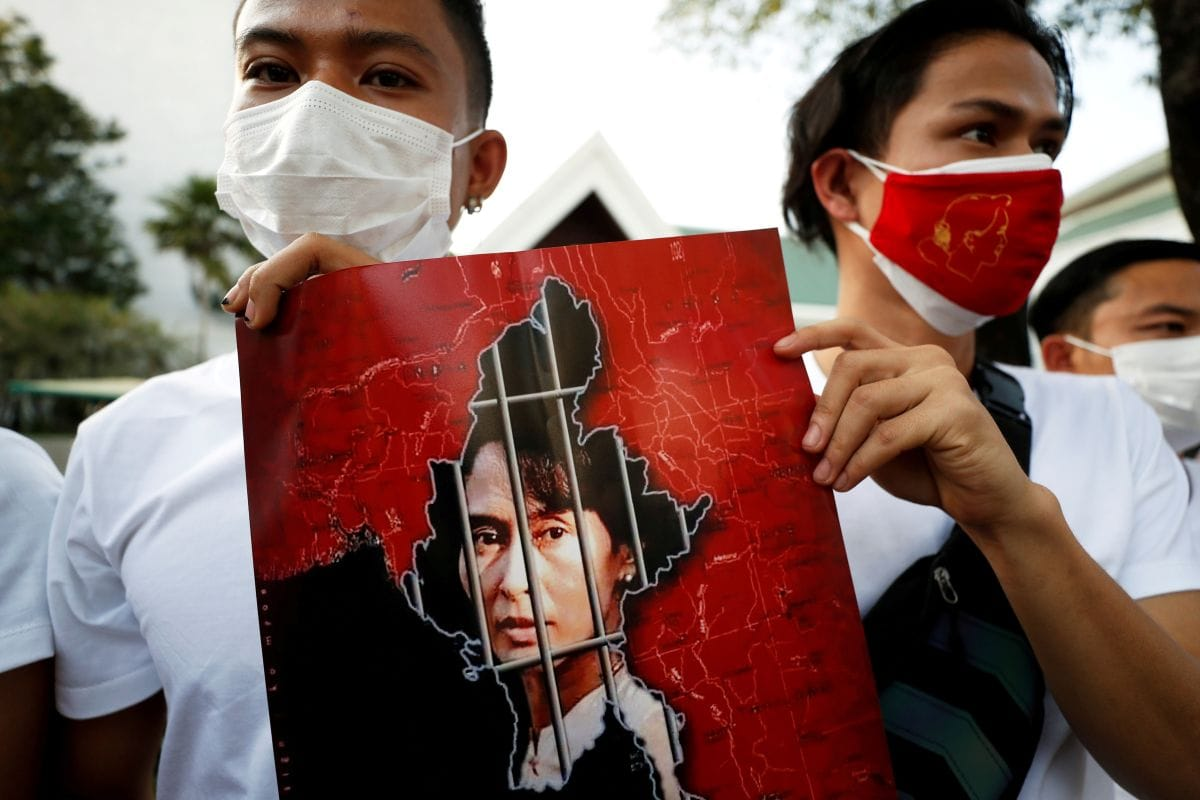 Myanmar Coup: Twitter, <b>Instagram</b> Banned After Facebook and WhatsApp as Protests Spread thumbnail