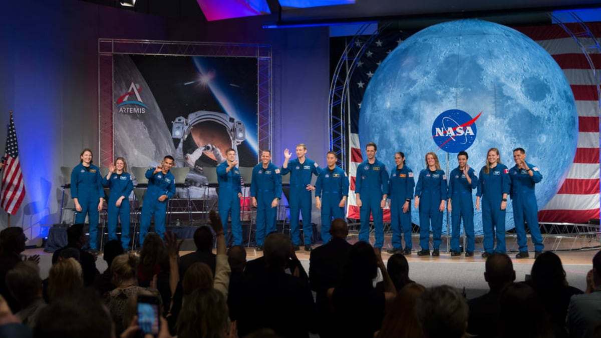 NASA, Eyeing Moon, Hosts First Public Astronaut Graduation Ceremony