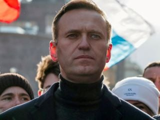 Apple, Google Remove Kremlin Critic Alexei Navalny's App From Stores as Russian Elections Begin