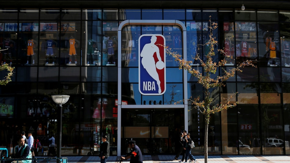Microsoft, NBA Team Up to Put Virtual Fans in Basketball Arenas