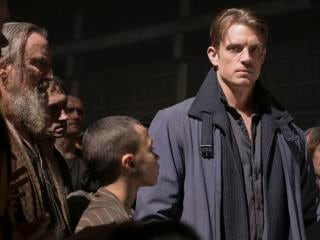 Netflix's Altered Carbon: Joel Kinnaman on Love Triangle, Being Naked on Set of Netflix's Latest Science Fiction Series