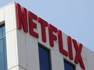 Competitors Look to Free Services to Take on Netflix