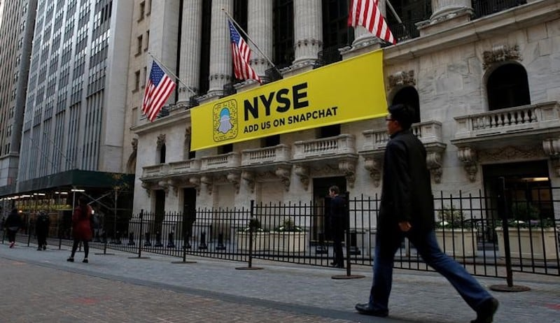 Snapchat IPO Pursuit Sees US Exchanges Rent Helicopters, Drape Banners