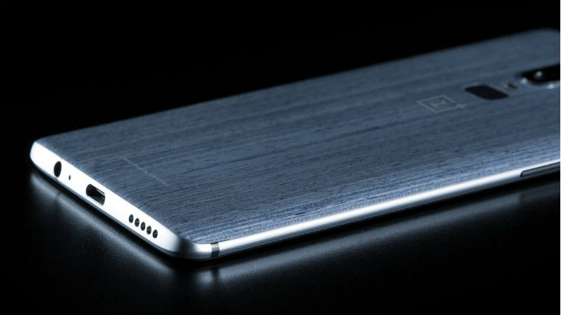 OnePlus 6 leaked image, revealing 3.5mm jack and wood-inspired back wall design