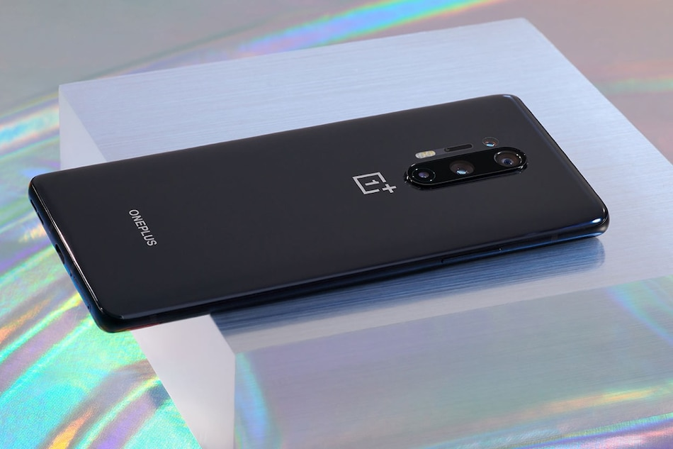 OnePlus 8 Pro Display Plagued by 'Green Tint', 'Black Crush' Issues, Fix Incoming