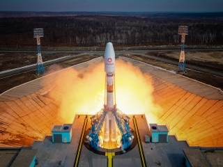 Russia Launches 36 UK Telecom and Internet Satellites on Board Soyuz Rocket