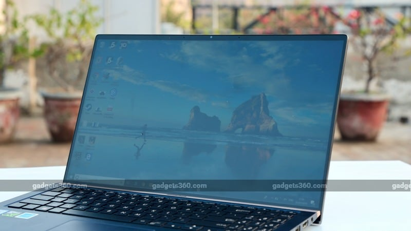 outdoor visibility large Asus ZenBook 15 UX533F