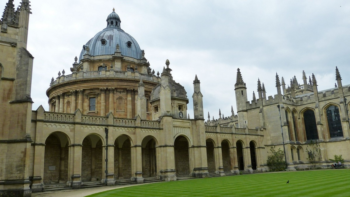 US CEO Hands Oxford University $189 Million for AI Studies