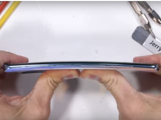 Huawei P30 Pro Survives Bend Test, Fingerprint Sensor Seen to Work Even After Scratches