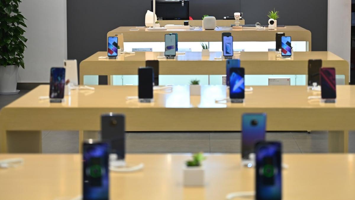 Worldwide Smartphone Sales to Decline 2.5 Percent in 2019: Gartner