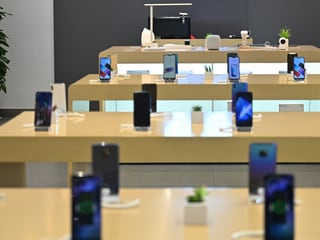 Worldwide Smartphone Sales to Decline 2.5 Percent in 2019: Gartner