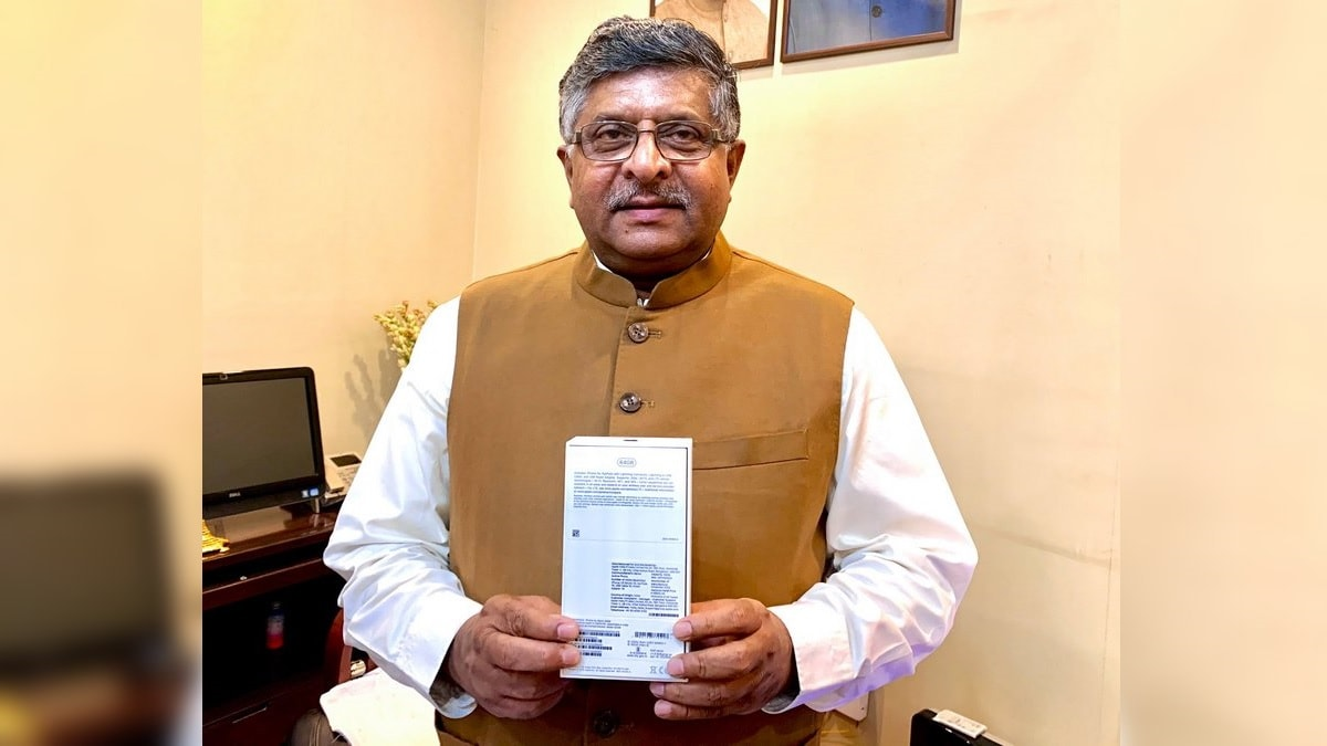 'Assembled in India' iPhone XR Shown Off by IT Minister Ravi Shankar Prasad