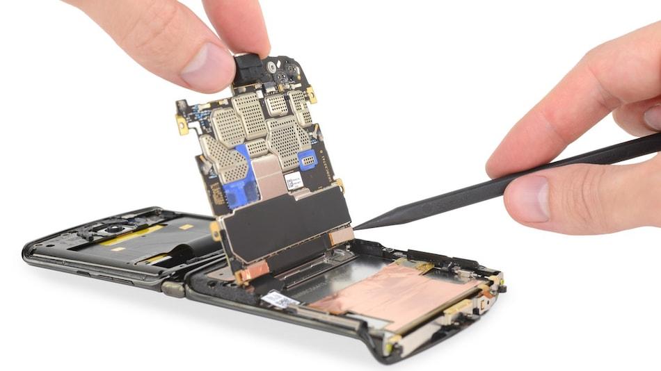 Motorola Razr (2019) Gets Torn Down, Scores 1 on iFixit's Repairability Index