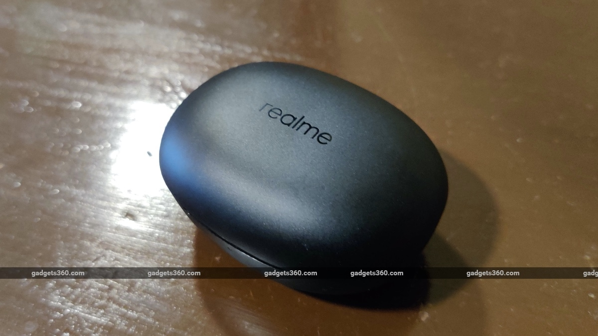 realme buds q review closed case Realme  Realme Buds Q