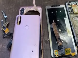 Redmi Note 6 Pro Catches Fire at a Service Centre; Incident Caught on Camera