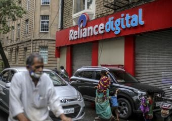 Reliance Chairman Mukesh Ambani Said to Have Put SoftBank on Waiting List for Retail Stake