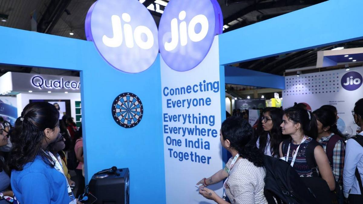 Jio, Facebook Partner to Launch 'Digital Udaan' Literacy Initiative for New Internet Users