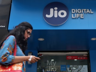 Jio Acquires Airtel's 800MHz Spectrum in Andhra Pradesh, Delhi, Mumbai Circles to Bolster Its 4G LTE Network