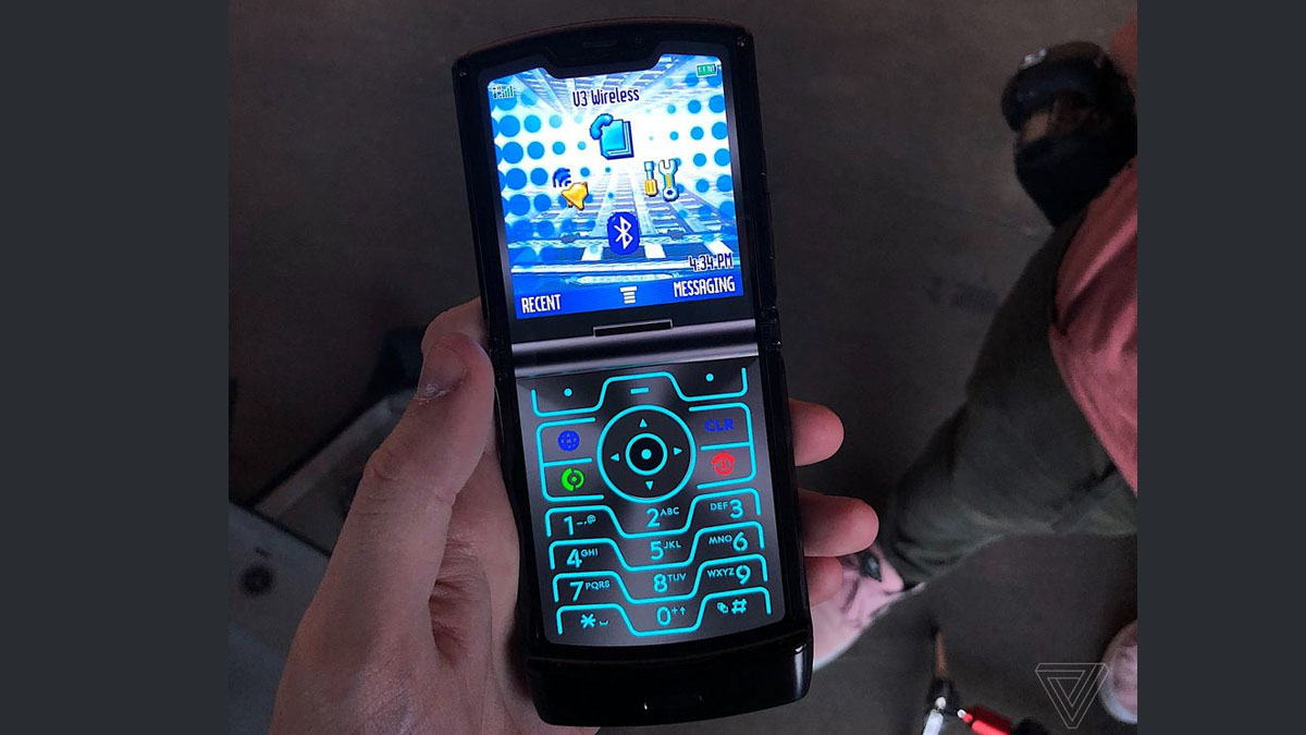 Motorola Razr 2019 Features a Secret 'Retro Razr' Skin, Complete With Virtual Keypad