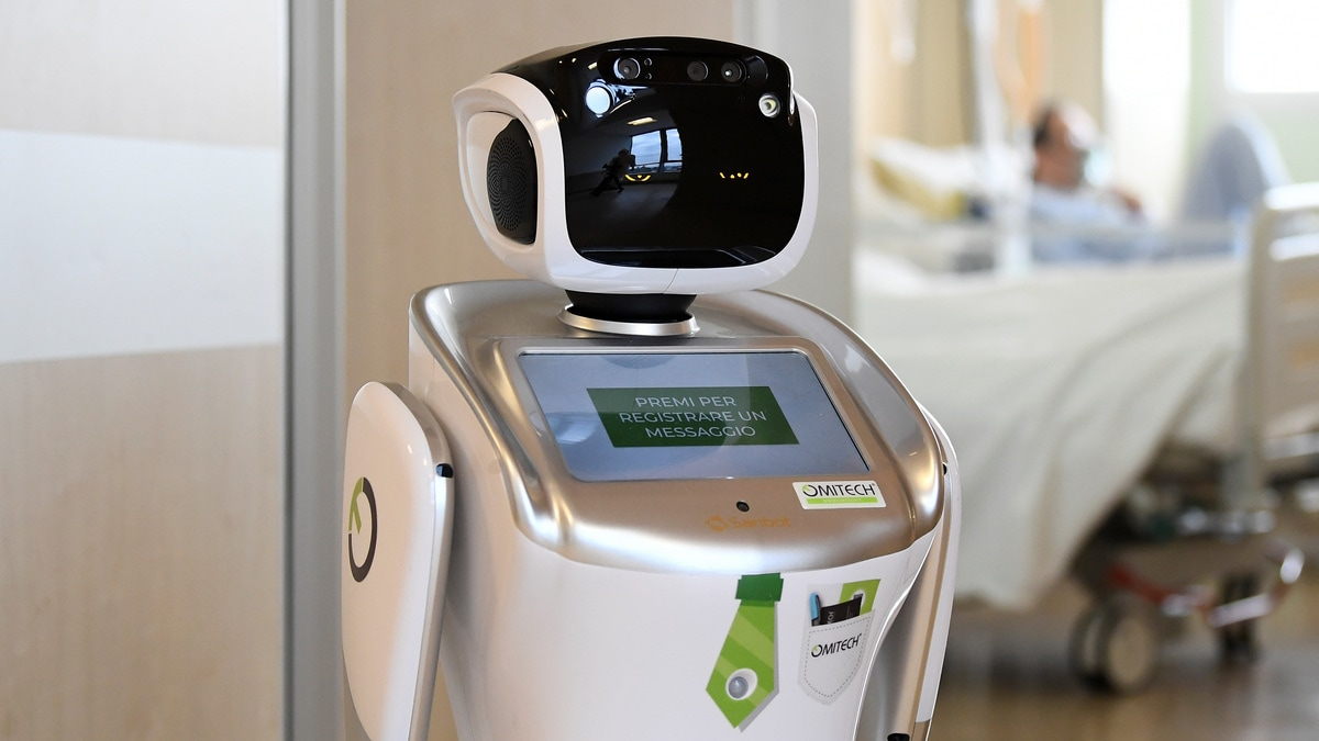Robots on Hand to Greet Japanese Coronavirus Patients in Hotels