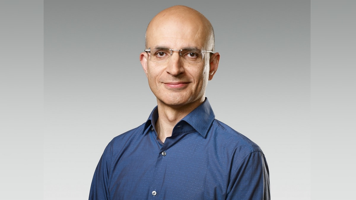 Apple Names Sabih Khan as SVP Operations, Nick Law to Join as VP Marcom Integration