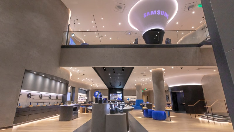Samsung to Expand Its Retail Presence in US With Apple Store-Like Outlets
