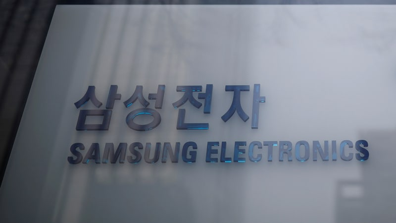 Samsung, Like Apple, Feels Sting of Slowing Global Growth