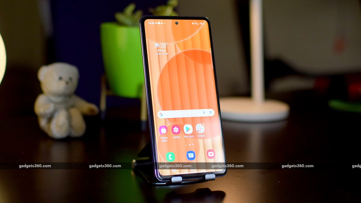 Photo of Samsung Galaxy A72 Review: Worth the Premium Over the Galaxy A52?