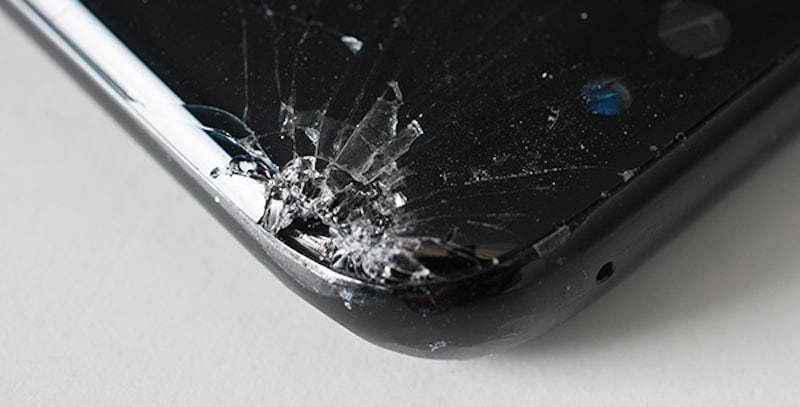 samsung galaxy s8 drop test reveals corners can easily be shattered technology news. Black Bedroom Furniture Sets. Home Design Ideas