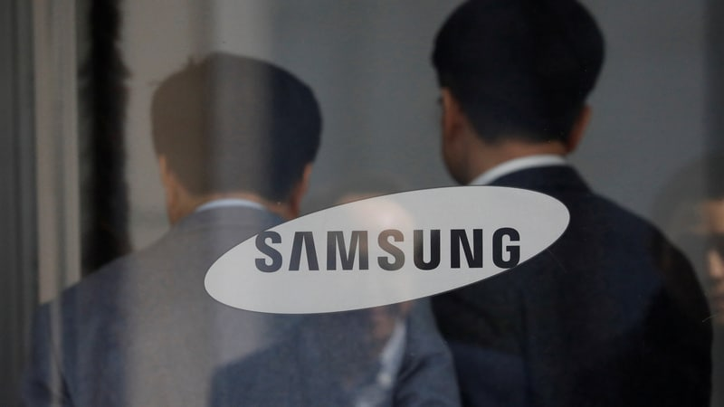 South Korean prosecutors charge nine people for selling Samsung's flexible display tech