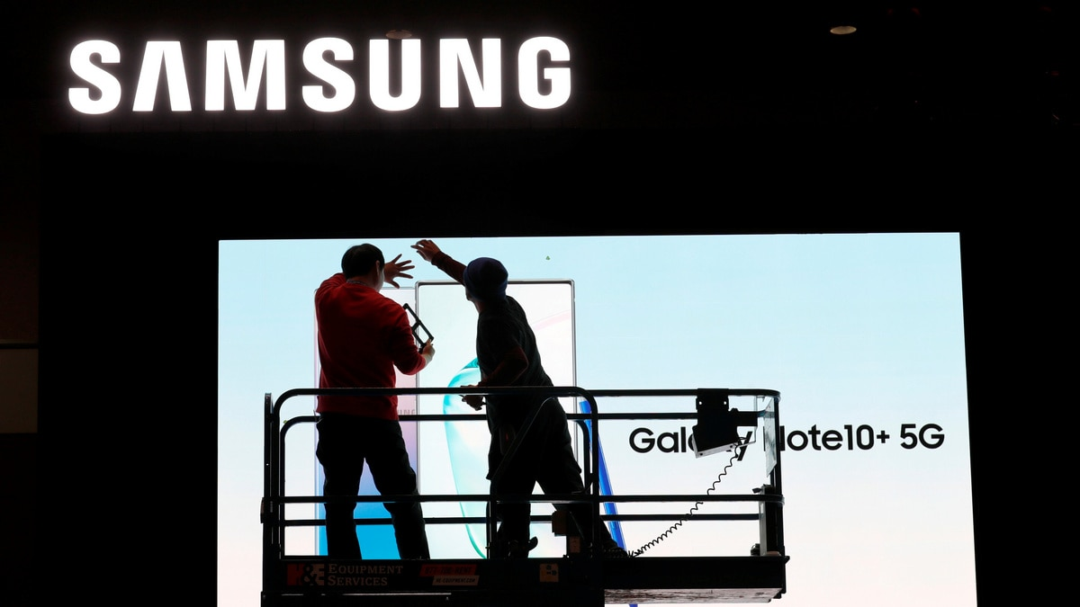 Samsung Flags One-Third Drop in Q4 Operating Profit on Chips, Smartphones