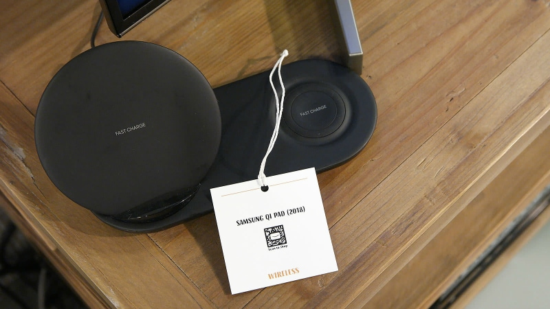Samsung Wireless Charger Duo Allegedly Spotted at Amazon Press Event