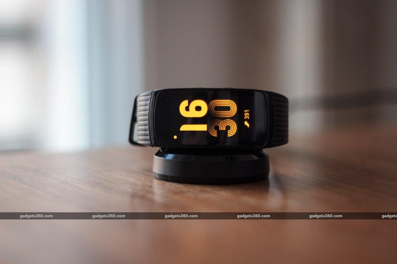 samsung gear fit 2 pro review ndtv. Black Bedroom Furniture Sets. Home Design Ideas