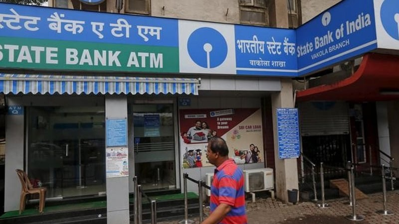 SBI की बड़ी चूक के कारण खाताधारकों का डेटा खतरे में: रिपोर्ट