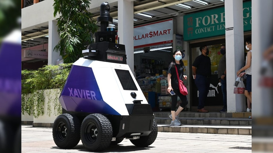 Watch Video: Robots Patrol Singapore Streets to Track 'Undesirable Social Behaviour'