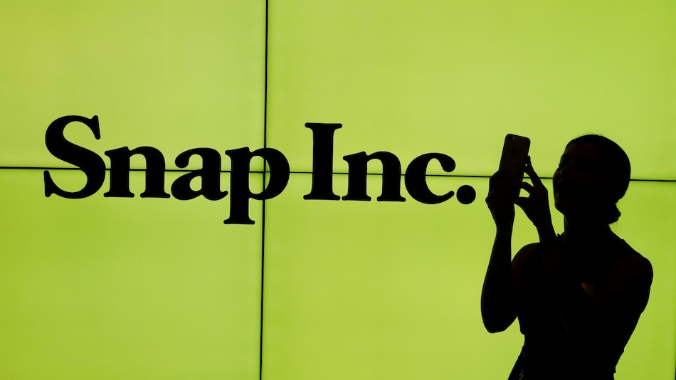 Snapchat's New Features Help Snap Beats User, Revenue Estimates With Highest Growth in 4 Years