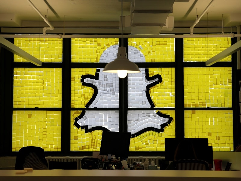 Snapchat Set to Overtake Facebook This Year in the US: eMarketer