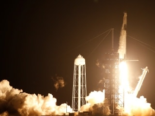 SpaceX Launches 4 Astronauts to ISS Aboard Crew Dragon 'Resilience'