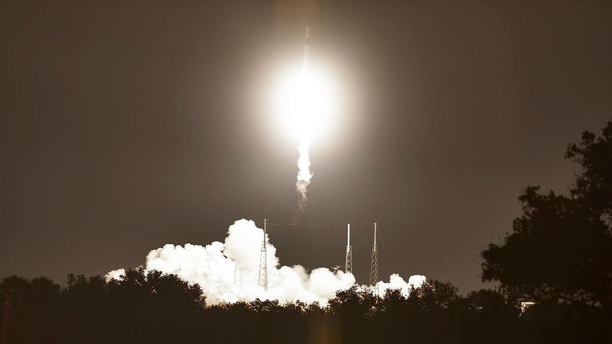 After a delayed launch, SpaceX Dragon capsule arrives at the space station