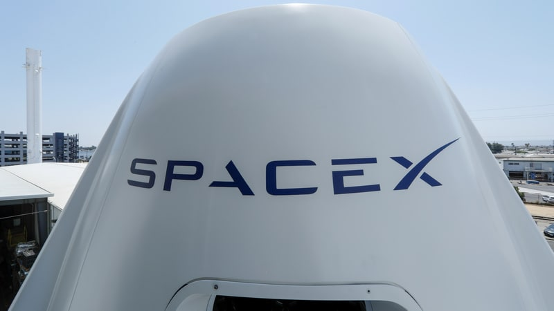 SpaceX lays off 10% of staff