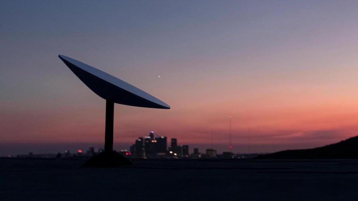 starlink_terminal_rooftop_image_spacex_1633352693206.jpg