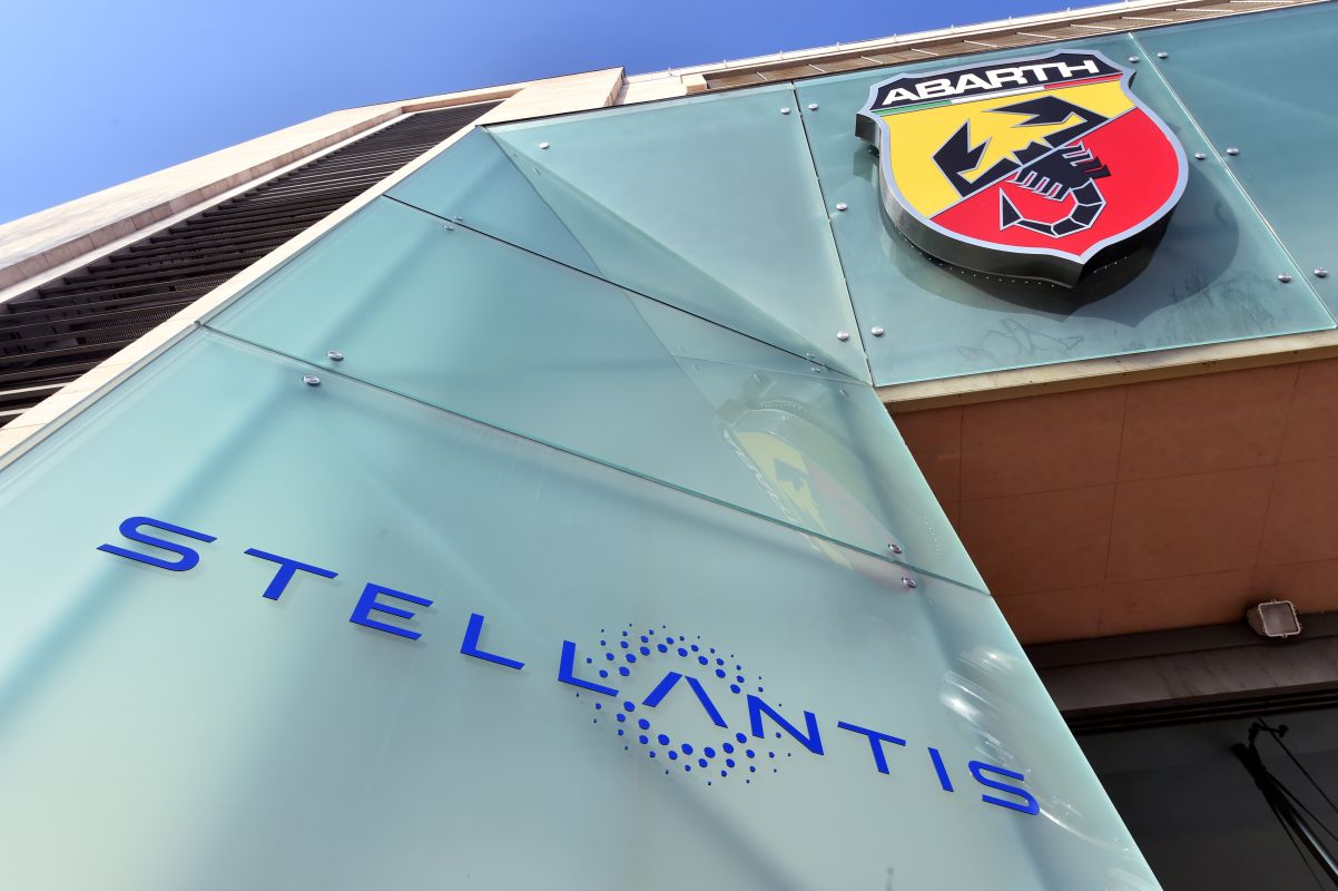Apple Supplier Foxconn to Team Up With Stellantis to Make Car Connectivity Tech
