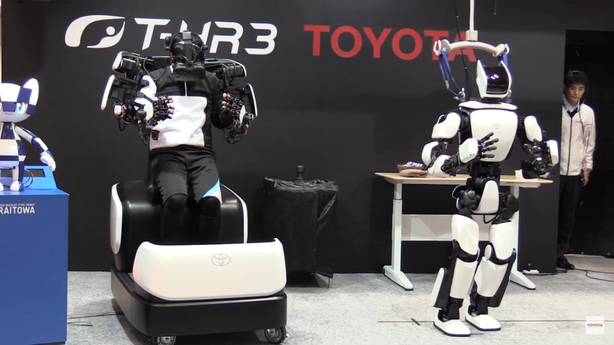 Toyota's Humanoid Robot Duplicates Movement in Robotic Mobility