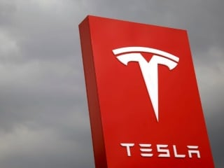 Tesla Said to Be Working on 'Long Haul' Electric Truck With 200 to 300-Mile Range