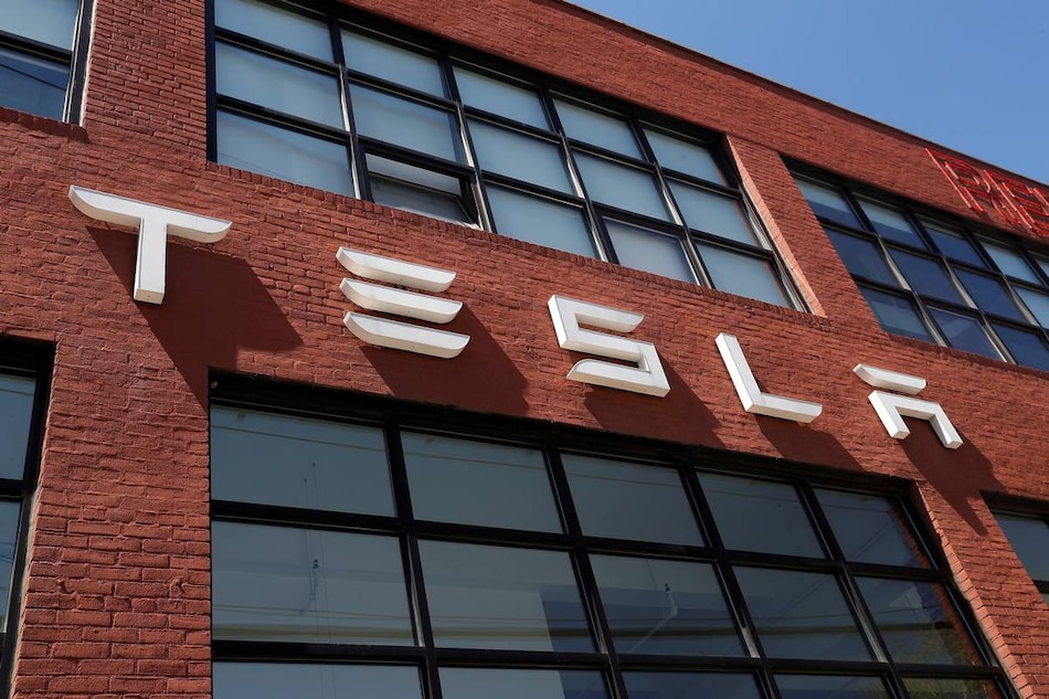 Tesla Rides Sale of Cheaper EVs to Post Record Profits; Offers Muddy Outlook for Batteries, Cybertruck